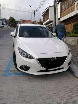 Se vende carro Mazda 3.