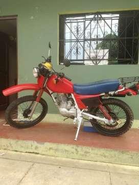 Moto honda, se ha cambiado de motor a motor 200 cc