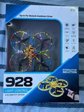 Dron 928 con control de mano