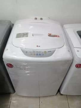 Lavadora 30 libras, Lg, color blanca, buen. Estado