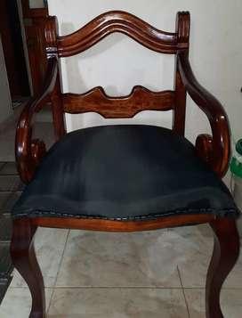Bellos muebles cómodos de madera