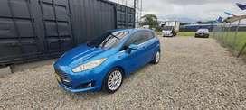 Hermoso Ford Fiesta Azul caramelo