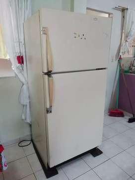 Refrigeradora Admiral americana original 18 pies por hacer mantenimiento trabajando perfectamente