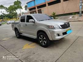 Vendo Toyota Hilux 4x2 diésel caleña