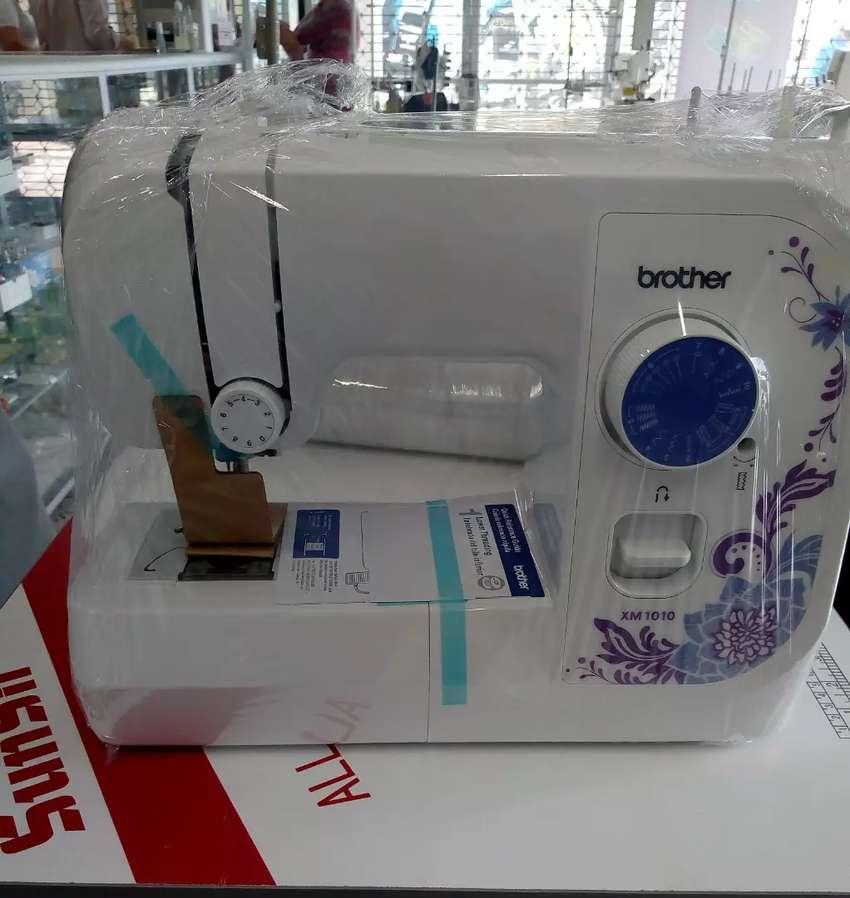Maquina de coser  familiar Brother 10 puntadaa 0