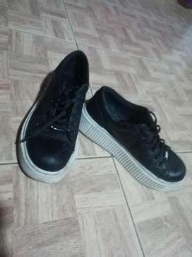 Zapatillas en Buena Condicion