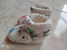 Vendo pantuflas en perfecto estado muy poco uso el precio es negociable