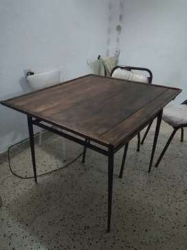 Mesa con estante
