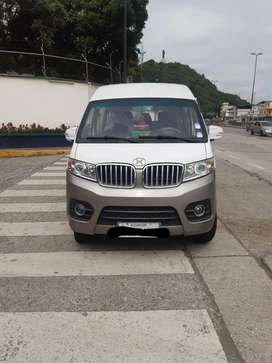 Se vende  Van de 11pasajeros para paseos o transporte