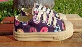 Hermosas zapatillas disponibles en T 20 al 24 y 26 (donas), y en 25 (unicornio)