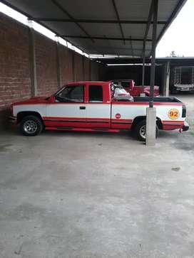 En Sta.Rosa vendo camioneta Chevrolet Silverado Automática  Año 92