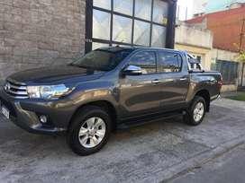 Toyota hilux srv 4x2 ao 2017 casi okm