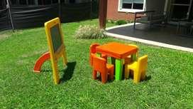 Juego de mesa + 4 sillas + pizarron Rotoy