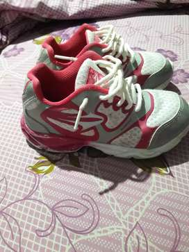 Vendo zapatillas topper muy poco uso 29 1000 cada una