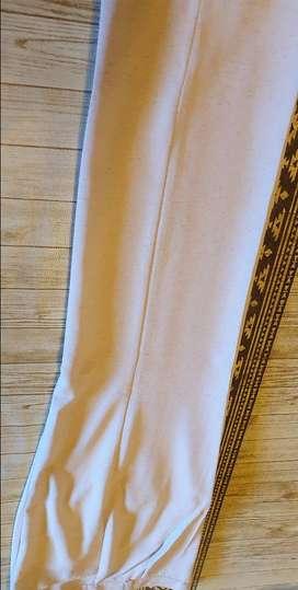 VENDO POR NO USAR SACO Y PANTALON, COLOR BEIGE, TALLE 58 Saco: Largo: 73 cm.; cintura 58 cm.; cadera: 67 cm.; largo mang