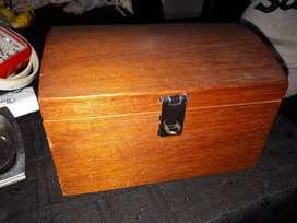 Cofre caja mediana de madera