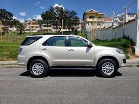 TOYOTA FORTUNER 4x4 T/A Full