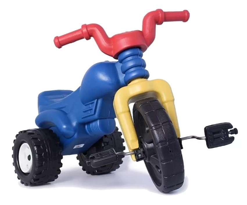 Triciclo moto plástico montable para niños