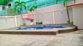 Alquiler de casa con piscina en Samborondon km 2.5 en Conjunto Privado