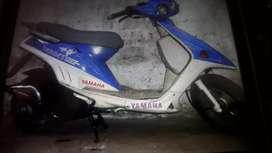 Scooter yamaha 90 cc 2 tiempos de carrera - made in japan - con todos los papeles orden y patentada
