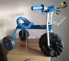 Triciclo metálico para niño y niña. Domicilio gratis.