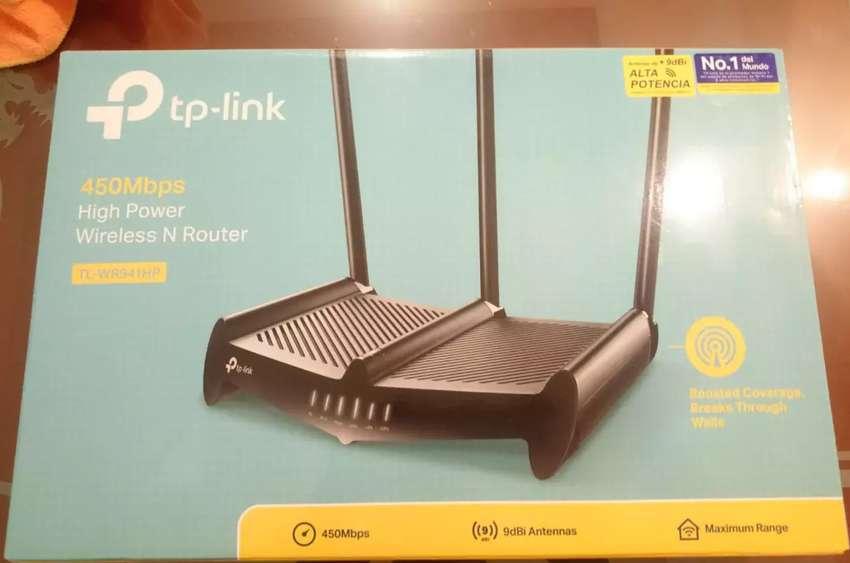 Router Rompemuros Tp Link TL-WR941HP. 6 meses de uso. Muy bien cuidado. Excelente estado. Se vende por que ya no se usa.