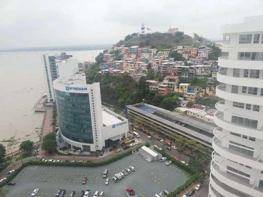 Alquilo oficina en torre Emporium The  Point en Puerto Santa Ana 0