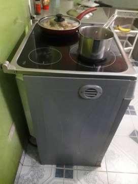 Cocina induccion con horno Electrolux, 4 quemadores