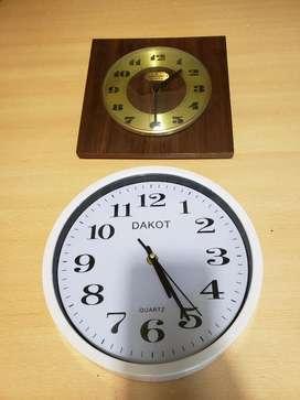 Lote 2 Relojes de Pared Madera Plástico