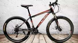 Vendo bicicleta montañera aro 26 nueva 10/10
