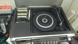 Vendó radiola y discos de acetatos