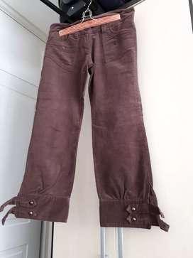 Pantalón corderoy tipo snicker