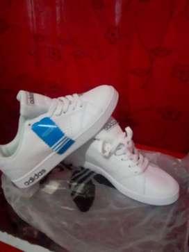 Se venden zapatillas Adidas neón
