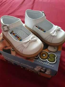 Zapatos de niña talla 21