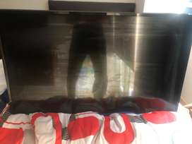 Tv LG 43 pulgadas smart tv con pantalla rota
