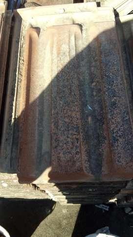 1700 Tejas Francesas usadas marca olavaria a 30 c/u y 14 tejas cunbreras a 100 c/u