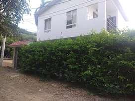 Casa campestre via Tocaima Girardot. Piscina privada. 4 habitaciones 3 baños. Cocina integral Americana.Excelente estado