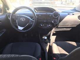 Vendo Toyota Etios XS