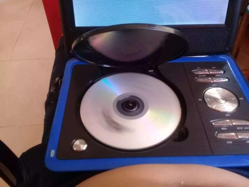 Vendo o cambio dvd portactil detalle de pantalla