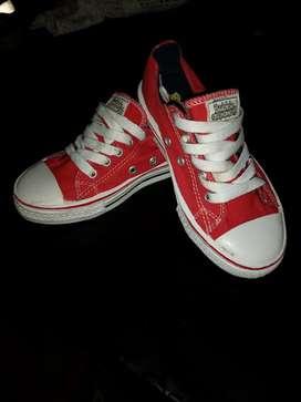 Vendo de zapatos niño de segunda en muy buen estado PRECIOS FIJOS.