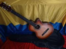 Vendo o cambio Guitarra + estuche en exelente estado