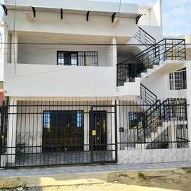 Casa de 3 pisos Cerca a centros comerciales, universidades y terminal de transportes