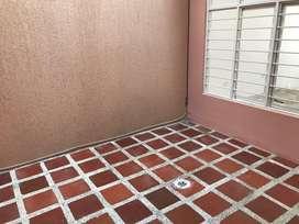 Se alquila casa de primer piso con 3 cuartos 2 patios , 2 baños