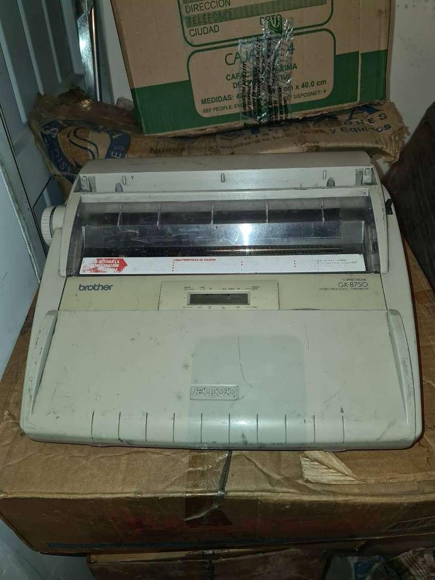 Vendo maquina de escribir electrica Brother GX - 8750 buen estado