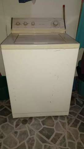 Se vende lavadora Whirlpool americana de 28 libras
