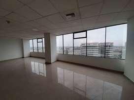 Oficina en alquiler ubicada en el Edificio Executive Center al norte de Guayaquil, frente al c.c. Mall del Sol