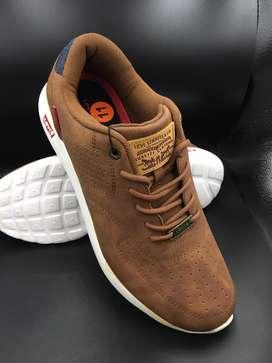 Zapatillas Levis talla 11-45 y talla 12-46.5