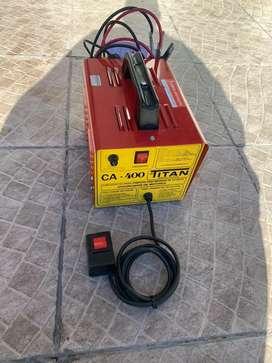 Cargador de baterias TITAN ca-400