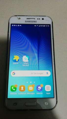 Samsung galaxy  J5 8gb d memoria interna tiene para tarjeta d memoria en buen estado