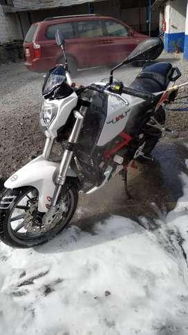 Excelente moto Benelli TNT 25